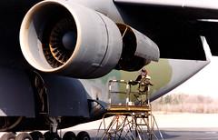 Engine maintenance. (rjl6955) Tags: airplane transport cargo galaxy marietta airforce usaf c5 airlift lockheedmartin c5a lockheedgeorgia