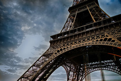Eiffel (1 av 1) (Mauritzson Foto) Tags: vacation sky paris france canon construction eiffeltower latoureiffel 5d dramaticsky frankrike eiffeltornet f4l ef24105mmf4l ef24105mm canoneos5dmarkii vacation2013
