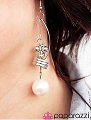 5th Avenue White Earrings K2 P5611-3