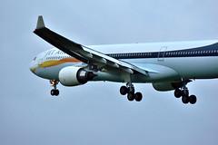 JET AIRWAYS (low light) (peterkleeren) Tags: light brussels airport nikon low landing airbus approach a330 planespotting d3300 vtjwu