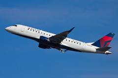 Delta Connection (Compass Airlines) Embraer ERJ-175 N633CZ (jbp274) Tags: airport airplanes cp compass embraer sna johnwayneairport deltaconnection e175 erj175 ksna compassairlines