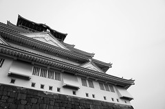 Osaka-jo in monochrome (Eric Flexyourhead) Tags: bw building castle monochrome japan architecture japanese blackwhite traditional  osaka kansai ricohgr osakajo chuoku osakacastle