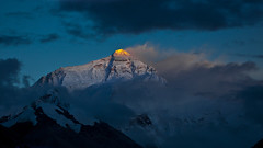 Sunset at Mount Everest North Face (L I C H T B I L D E R) Tags: china sunset sun reflections golden evening outdoor himmel peak tibet mount summit everest mounteverest sagarmatha rongbuk chomolungma