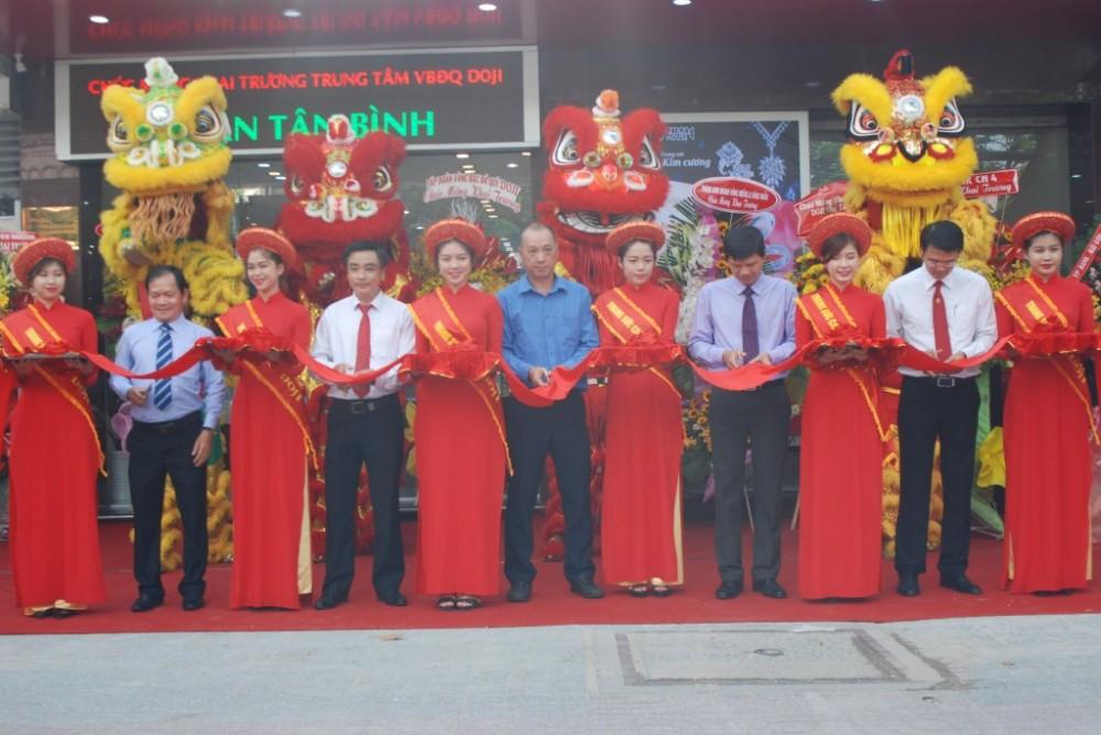 """""""Nhận ưu đãi – Trúng quà lớn"""" đón khai trương Trung tâm Tân Bình"""