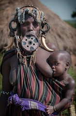 Mother and Child from the Folk of Mursi (ddimblickwinkel) Tags: africa woman art girl sunshine nikon child natural outdoor natur portrt kind afrika nik ethiopia frau tamron mursi mdchen personen thiopien d300 d300s