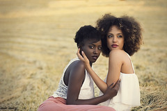 S O E U R S (Tania Cervin) Tags: girls two portrait black art love sisters hair afro fine models cano seleccionar taniacervianphotography