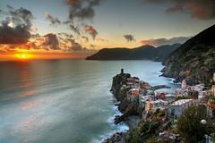 Vernazza Sunset (hapulcu) Tags: cinqueterre laspezia italia italie italien italy liguria mediterranean vernazza dusk sunset winter