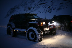 Jeep Grand Cherokee KISI (Brynja Eldon) Tags: winter mountain snow iceland jeep grand adventure cherokee v8 sland 46 52 snjr vetur lifted fjll jeppafer jeppi tommu vetrarfer tommur 46tommur