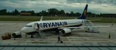 No passengers .....? (Deneb56) Tags: aircraft aviation aeroporto boeing ryanair aereo b737 trasporto b737800 mezzoditrasporto aeroportoditreviso