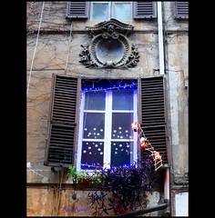 Roma. Monti. L'allegro trio scalatore luminoso (R come Rit@) Tags: santa christmas decorations italy rome roma italia natale monti decorazioni ritarestifo