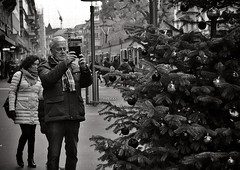 O Christmas Tree (Thomas8047) Tags: street city winter people urban bw streetart monochrome schweiz switzerland nikon women faces swiss candid strasse zurich streetphotography streetportrait tram streetlife streetscene stadt streetphoto zrich bahnhofstrasse onthestreets strassenszene zri streetfashion streetphotographer vbz fascinationstreet schwarzundweiss 175528 zrilinie streetphotographie streetpix zrichzurich strassenfotografie streetfotografie strasenfotografie stphotographia zrichstreet nikond300s snapseed fineartstreetphotography streetartzri thomas8047 streetphotographyschweiz zrichstreetphotography ochristmastreeotannenbaum