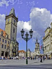 Reloj Astronómico y la plaza de la Ciudad Vieja de Praga (jflores_cl) Tags: europa prague praha praga viajes turismo vacaciones repúblicacheca 2011