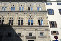 Alberti, Palazzo Rucellai, right side