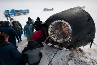 Soyuz_TMA-01M_spacecraft_shortly_after_the_capsule_landed