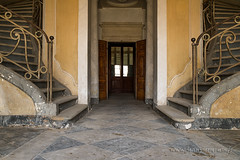 Symétrie (www.jeanpierrerieu.fr) Tags: urban abandoned nikon decay casino forbidden forgotten exploration italie urbex abandonné d610 friche explorationurbaine wwwjeanpierrerieufr