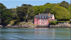 La Maison Rose - Amer remarquable (breizhphotographer) Tags: blue sea panorama mer seascape france rose mar seaside brittany meer mare sailing bretagne paisaje du paisagem breizh maritime cote paysage maison voile morbihan navigation vannes 56 paesaggio amer goulet golfe conleau voiles remarquable