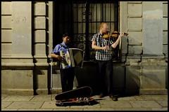 (Mac1968) Tags: street travel sunset architecture mexico photography calle arquitectura gente violin oaxaca mexicano humans musicos nocturno orgullo extranjero acorden callejeros