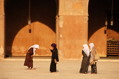 Girls !!! (dominiquesainthilaire) Tags: girls orange brown architecture nikon shadows religion egypt hijab teenagers arches mosque cairo marron archs indonesian filles brun egypte ombres mosque ibntulun ados moslems lecaire musulmans nikond80 ibntouloun indonsiennes