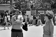 Any problem? (kabezuki) Tags: retiro madrid street bn bw spain espaa tamron tamron70300 nikon d5200 people gente personas serious read leer books wise hat