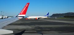 Die Konkurrenz (waynorth) Tags: norwegian flughafen winglet sas trondheim flugzeuge flgel vrnes
