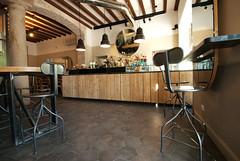 _DSC1259 (fdpdesign) Tags: arredamenti shop design shopdesign nikon d800 milano italy arrdo italia 2016 legno wood ferro sedie tavoli locali cocktails bar interni architettura
