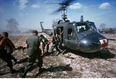 PA005005 (ngao5) Tags: people soldier war asia southeastasia many aircraft military unitedstatesofamerica group injury battle vietnam helicopter transportation vehicle medicine wound armedforces danang militaryaircraft ruralscenes southvietnam militarypersonnel historicevent americanarmedforces asianhistoricalevent northamericanhistoricalevent unitedstateshistoricalevent vietnamwar19591975 vietnamesehistoricalevent southcentralcoastregion