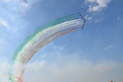 """""""Frecce Tricolore"""" #aerei#dimostrazione#acrobazieinvolo#volare#centenarioaeritalia#centenario#aeritalia#bello#emozionante#cielo#sciedifumo#planes#aviones#muestra#show#stuntintheair#volar#tofly#centenarianaeritalia#beautifull#hermoso#sky#trailofsmoke#rastr"""