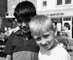 Les copains d'abord! Friends come first! (dominiquita52) Tags: streetphotography children enfants boys garons friends