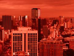 Red Tint (Fehlfokus) Tags: tokyo tokyotower monochrome