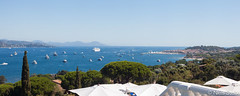 Bay of Saint-Tropez from Villa Belrose / Saint-Tropez, France (Niels Photography) Tags: sainttropez saint tropez france french riviera beautiful view bay villa belrose luxury small hotels hotel lifestyle balcony expensive lavish canon 500d rebel t1i mediterranean sea water niels photography 50mm sunny tourism touristic panorama