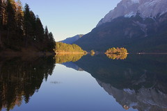 Cloudless & windless (Eibsee, Bayern) (armxesde) Tags: autumn lake mountains alps fall reflections germany island bayern deutschland bavaria mirror see pentax herbst calm insel berge alpen cloudless spiegelung ricoh eibsee k3 zugspitze baviera windless