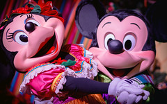 Viva Navidad! | Into the Magic (chris.alcoran) Tags: lighting christmas color colors canon project mouse photography eos navidad disneyland magic disney mickey coloring minnie viva 6d intothemagic