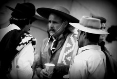En el boliche (Eduardo Amorim) Tags: brazil southamerica uruguay prado sombrero montevideo poncho gauchos pala gaucho chapu amricadosul montevidu uruguai gacho amriquedusud gachos sudamrica suramrica amricadelsur sdamerika pilchas pilchasgauchas americadelsud americameridionale pilchasgachas eduardoamorim chambergo