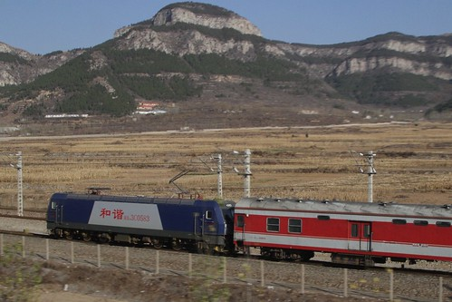 Overtaking a HXD3C class hauled passenger train on the 'old' Shanghai-Beijing railway