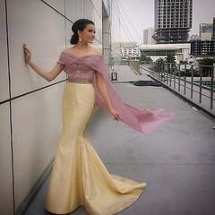 น้องฟ้าใส ใสๆๆสวยฟุ้งฟริ้ง @paweensuda ในชุดราตรี #ผ้าไหมไทย ของ #emotionsatelier_eveninggown สนใจลองชุดหรือต้องการให้ทางทีมงานออกแบบเพื่อคุณโดยเฉพาะ. โทรนัดหมายได้ที่ล่วงหน้า 02 938 2671,2 (ซ.34 ถ.ลาดพร้าว จันทร์เกษม จตุจักร กทม.) MADE-TO-MEASURE FOR BRI