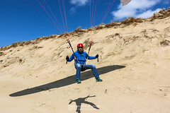 IMG_9169 (Laurent Merle) Tags: beach fly outdoor dune cte vol paragliding soaring ozone plage parapente atlantique ocan glisse littlecloud spiruline