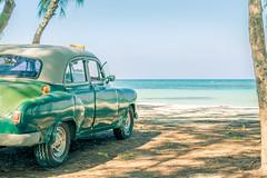Free parking (julien.ginefri) Tags: mer car mar cuba voiture mangrove carro cayo manglar jutas