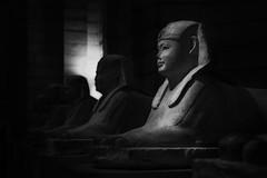 Efigies Egipcias... (Serie Estatuas del Louvre) Explored 07/05/2016 (protsalke) Tags: blackandwhite paris monochrome museum contrast dark lights shadows louvre drama serie egyptianart estatues