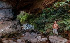 Eu e a Gruta da Ponte de Pedra - Parque Estadual de Ibitipoca - Minas Gerias (mariohowat) Tags: brazil minasgerais brasil ibitipoca pontedepedra conceiçãodeibitipoca parqueestadualdeibitipoca