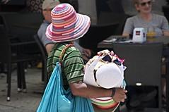 cappelli ambulanti colorati (eliobuscemi) Tags: raw colori colorati venditore ambulante cappelli