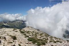 dalla vetta (Roberto Tarantino EXPLORE THE MOUNTAINS!) Tags: parco 2000 nuvole neve alta monte amici montagna marche umbria cresta sibillini vettore quota metri