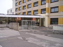 Carleton Shelter (Glasdon International) Tags: glasdon glasdoninternational shelter shelters metal smoking smokingshelter