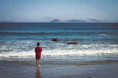 The boy and the sea (amatulow) Tags: canon eos rebel t3 1100d child sea island cies galicia islas mar azul love amor tranquilidad peace tranquility calm paz ons 50mm 18 f18 ocean wave blue cost west oeste boy nio nature naturaleza espaa europa spain