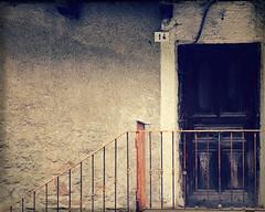 al civico 14 (Rino Alessandrini) Tags: porta casa abitazione gradini ingresso baita numero 14 legno ringhiera civico cabin door doorstep entrance house number wooden railing civic