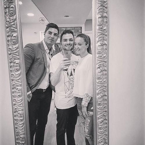 Il trio del sabato sera! @giordano_younique @robyru87 #ornellavestitadigiorno #hastaluego #amici #friends #boys #girl #youniqueaccessori #youniquestore #instagood #instagramers #TagsForLikes #showroom #aversa #personalize #jewelsbag #yellow #picture #self