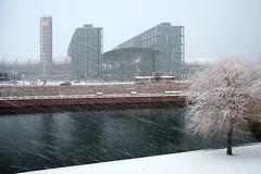 Berlin: Hauptbahnhof (Jorge Franganillo) Tags: white snow berlin blanco day snowy blanca railwaystation snowing da estacin nevado nevando