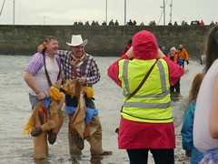 Back out of the water, Loony Dook, Musselburgh, New Years Day 2015 (Castaway in Scotland) Tags: new swim scotland day east years dook lothian loony musselburgh