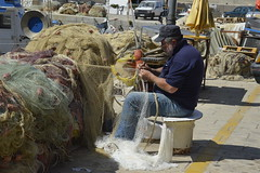 Castellammare del Golfo: un pescatore (costagar51) Tags: italy italia mare arte natura sicily sicilia trapani storia castellammaredelgolfo anticando