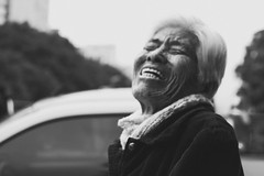 20160527.laughing_chinese_lady (fdcavalcante) Tags: street brazil portrait blackandwhite woman man 35mm photography nikon saopaulo walk streetphotography sp bnw d3300