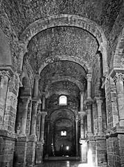 St.Pere de Rodes.2 (Luis M) Tags: iglesia girona monasterio costabrava gerona arcos columnas romnico capiteles stperederodes arteromnico